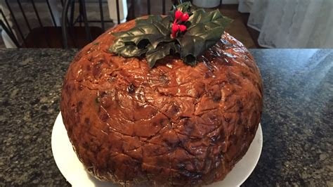 Read on for a tasty irish appetizer, main course and dessert and let us know what you think! Traditional Irish Christmas pudding an 'all-hands-on-deck' dish - Toronto - CBC News