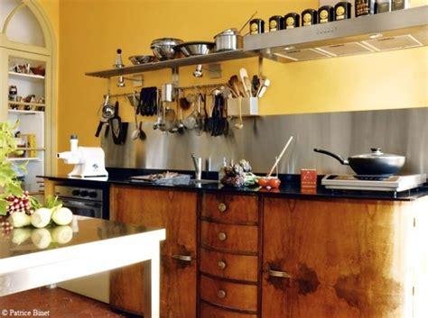 decoration provencale pour cuisine cuisine provencale et jaune