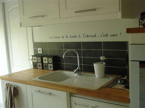 les decoration de cuisine idée déco cuisine avec les stickers idzif réalisez une