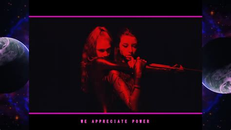 Grimes Lanza 'we Appreciate Power' Junto A Hana