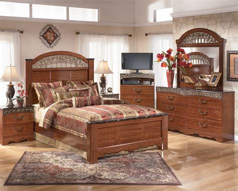 fairbrooks estate poster bedroom set  ashley