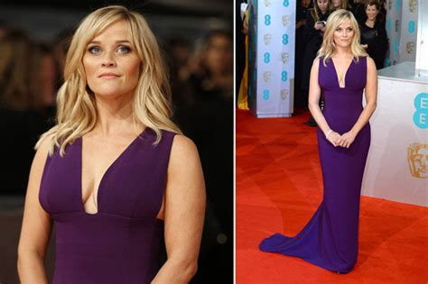 Reese Witherspoon Flashes Gapboob At The Baftas 2015