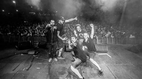 Zoo, también conocido como zoo posse, es un grupo musical valenciano nacido en 2014 en gandía que se centra en el rap, el breakbeat, el reguetón, el rock y el ska, mezclados con ritmos electrónicos. Entrevista con el grupo Zoo (Toni Sánchez, 'Panxo')