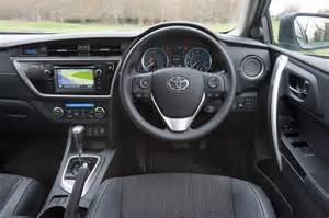 Toyota Auris Hatchback Review - Toyota