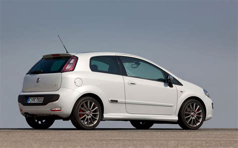 2014 Fiat Punto Interior Top Auto Magazine