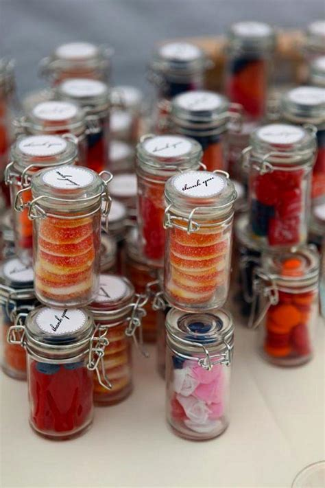 popular inexpensive wedding favors   guests