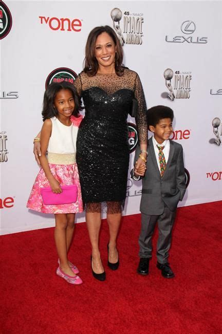 Jan 20, 2021 · meet us vice president kamala harris' stepchildren, cole and ella emhoff, the son and daughter of her husband doug emhoff. Attorney General Kamala Harris and children:   Parents & Their Kids   Pinterest   The o'jays ...