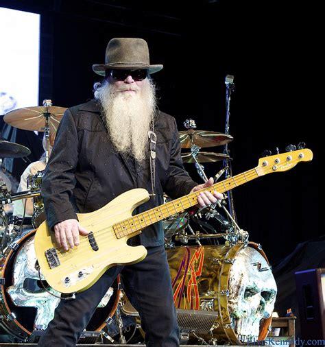 We are saddened by the. Dusty Hill: problemi di salute per il bassista dei ZZ Top ...
