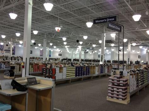 dsw designer shoe warehouse dsw shoe warehouse gold sandals heels