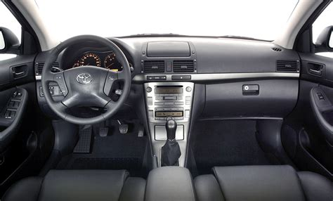toyota avensis picture