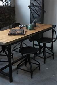 Bureau Style Industriel : table ou bureau metal industriel des annees 50 militaire plateau chene ~ Teatrodelosmanantiales.com Idées de Décoration