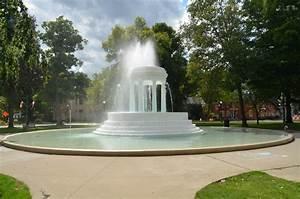 Brooks, Memorial, Fountain, Marshall