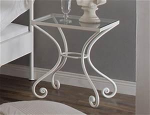 Nachttisch Weiß Metall : metall nachttische z b aus massivem schmiedeeisen ~ Markanthonyermac.com Haus und Dekorationen