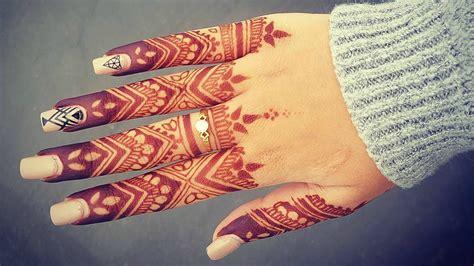 Elegant Finger Henna Tattoo Design