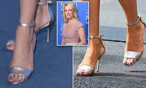 Megyn Kelly Totters Around NYC In Painful Heels Daily