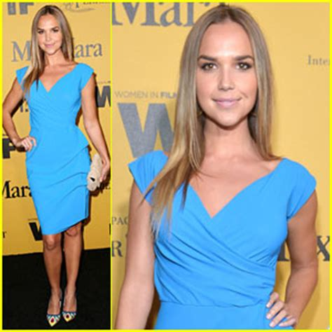 arielle kebbel workout routine arielle kebbel gets unreal at paleylive arielle kebbel