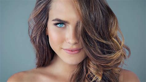 How To Get Dark Brown Hair With Blonde Highlights