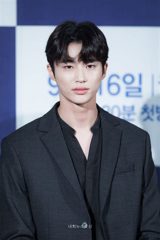 Www (2019), истории молодых (2020) and алые сердца корё (2016). 10 Potret Byeon Woo Seok, Model Kece di Drama 'Record of ...