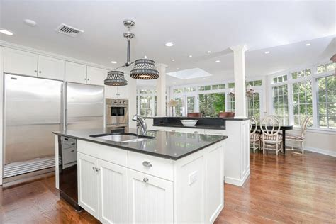 Luxurious Kitchens With White Cabinets-designing Idea
