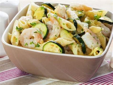 pates aux courgettes marmiton 1000 id 233 es sur le th 232 me salades de p 226 tes aux crevettes sur p 226 tes aux crevettes