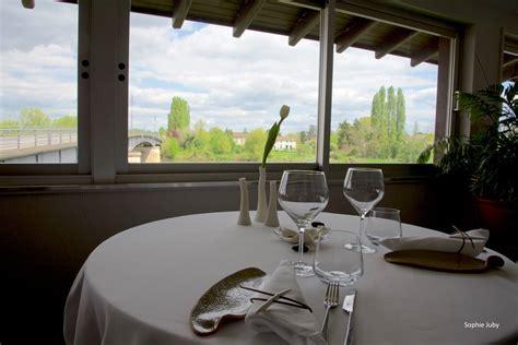 formation cuisine gastronomique l 39 auberge jean une terrasse posée sur la dordogne