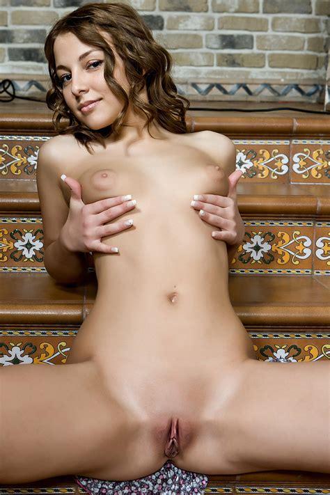nackte girls liegenden