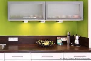 Weiße Arbeitsplatte Küche : weisse kueche dunkle arbeitsplatte aus hpl laminat dekor nussbaum ~ Sanjose-hotels-ca.com Haus und Dekorationen