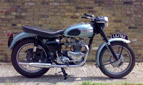 Triumph Motorcycles : Dutch's Triumph Bonneville