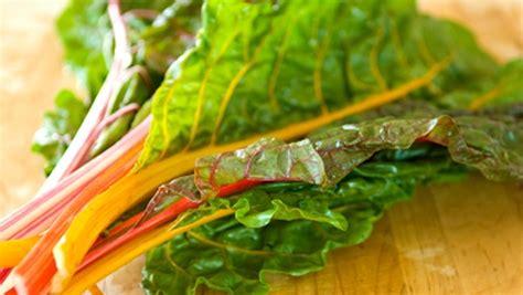 cuisiner des bettes bette à carde guide des aliments canal vie