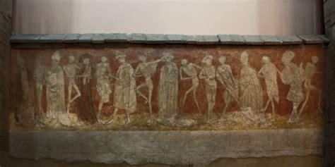 la chaise dieu cing file abbaye robert de la chaise dieu danse macabre