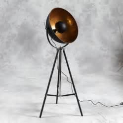 Hollywood tripod gold floor lamp for Retro hollywood floor lamp