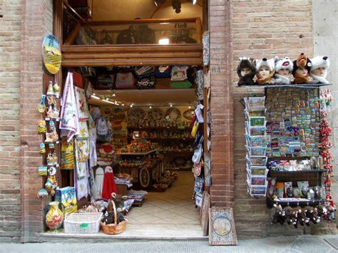 the shop of curiosities artistic ceramics in san gimignano the shop of curiosities artistic ceramics in san gimignano