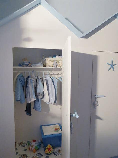 armadio bambini l armadio dei bambini in una cabina cose di casa