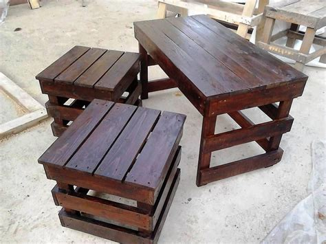 We would be today speaking about pallet coffee table. Wooden pallet coffee table and side table set | Pallet wood coffee table, Pallet coffee table ...