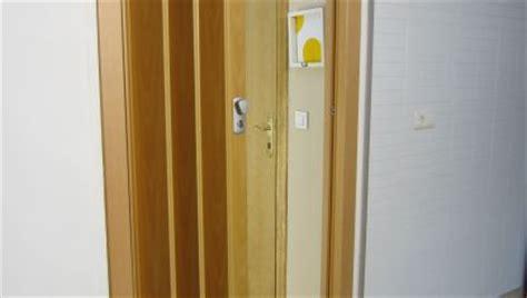 como empapelar una puerta de interior bricomania