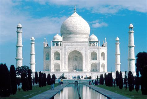 Wonder Woman Hd Wallpaper Taj Mahal Plan To Close Taj Mahal India Adventurewomen