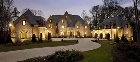 Top 5 Reasons Everyone Needs A Luxury Home Specialist