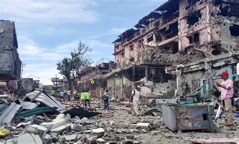siege city marawi siege city is devastated as security forces clash
