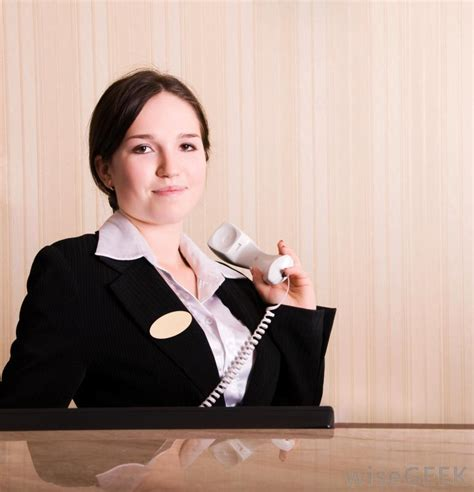 hotel front desk clerk what does a hotel manager do with pictures