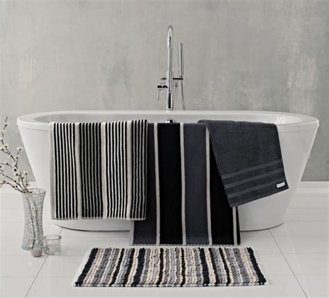 black and white towels bathroom decorating ideas for a monochrome bathroom 22757
