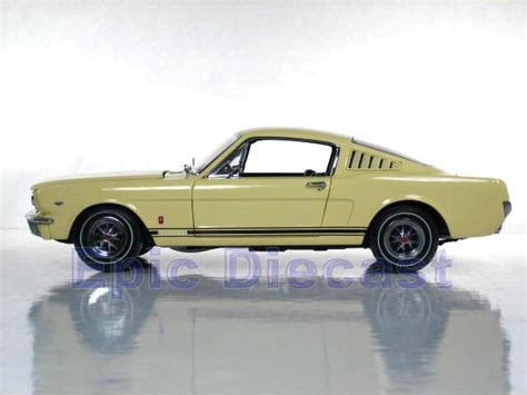 ford mustang fastback chase car  epic diecast