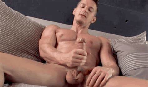 Hot Solo With Muscular Caucasian Studs piel@piel jerk off pajones