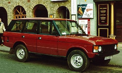 red land rover old une grande famille