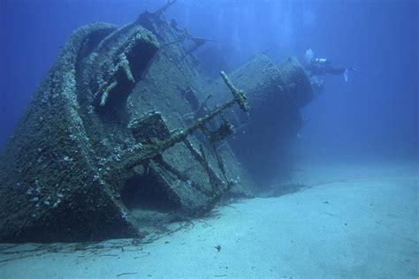 Boat Crash Corsica by Tauchen Insel Elba