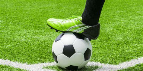 sepatu futsal  sepatu lapangan  beda lho bolanet