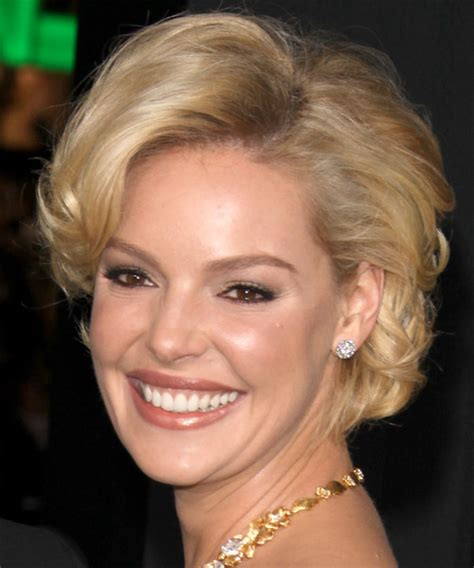 katherine heigl short wavy formal hairstyle golden