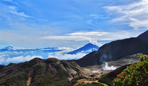 mendaki gunung papandayan garut jawa barat pesona wisata