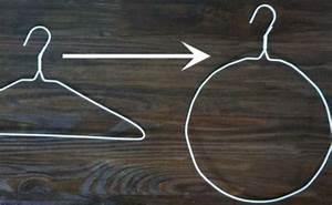 Faire Une Couronne De Noel : r alisez une superbe couronne boules de no l avec un simple cintre portemanteaux boules de ~ Preciouscoupons.com Idées de Décoration