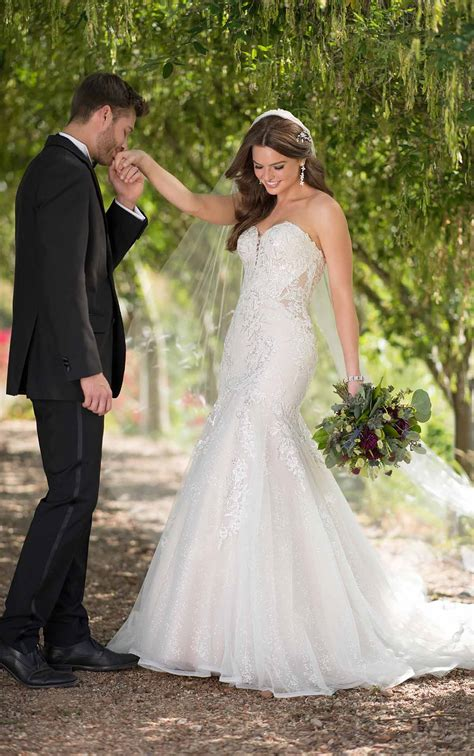 Best Wedding Dresses for Hourglass Shaped Brides Pretty