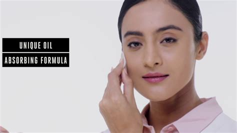 Lakmé 9to5 Flawless Matte Complexion Compact - YouTube